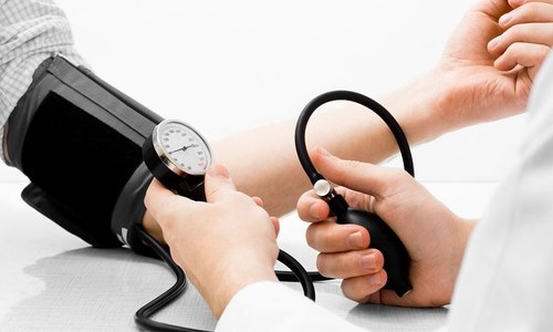 ہائی بلڈ پریشر دل کی بیماریاں اور موت کا خطرہ بڑھا دیتا ہے، ماہرین صحت