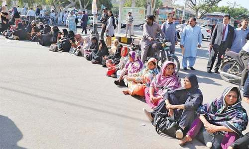 LHWs call off sit-in after govt accepts demands