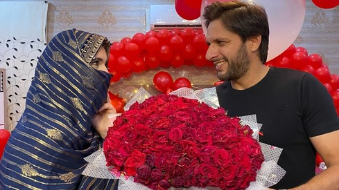 Shahid Afridi celebrates 20 years of marriage