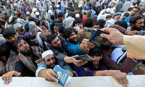 افغانستان: جلال آباد میں پاکستانی قونصل خانے کے قریب بھگڈر سے 15 افراد ہلاک