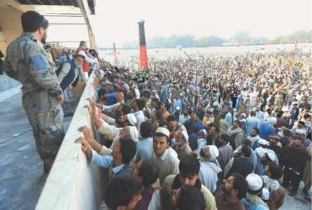 Stampede kills 15 Afghans jostling for Pakistan visas
