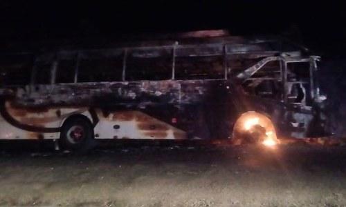 کوئٹہ-کراچی روڑ پر مسافر کوچ حادثے کا شکار، ایک خاندان کے 5 افراد جاں بحق