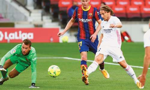 Real ease pressure on Zidane with rousing victory over Barca
