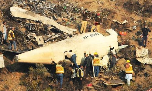 سندھ ہائی کورٹ نے 2016 کے طیارہ حادثے کی حتمی تحقیقاتی رپورٹ طلب کرلی