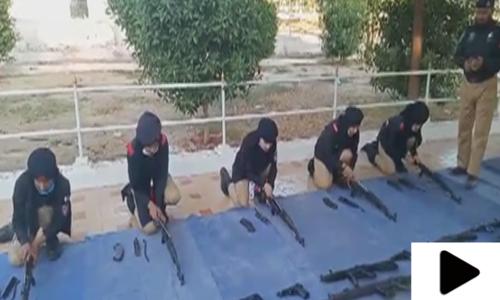 کراچی پولیس ٹریننگ سینٹر میں زیر تربیت خواتین اہلکار