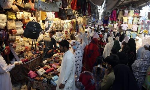 کورونا کی 'دوسری لہر': ملک میں شاپنگ مالز، مارکیٹس 10 بجے بند کرنے کا فیصلہ