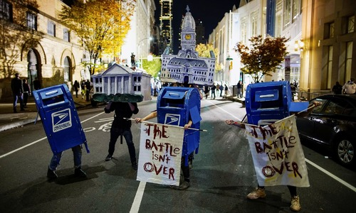 US election: Polling officials worried by threats and protesters