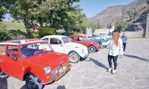 Vintage car rally starts off from Khyber