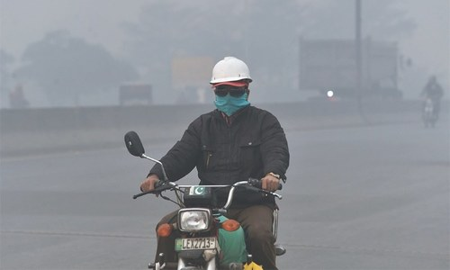 Smog levels in Lahore likely to drop with rain