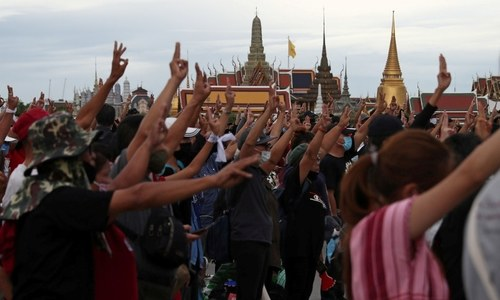 Thai police to charge protest leaders with royal insult