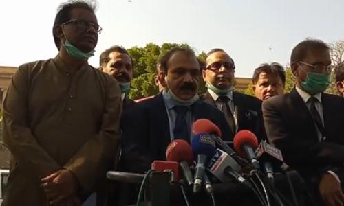 ایم کیو ایم پاکستان کی پلی بارگین کرنے والے افسران کی برطرفی کیلئے عدالت میں درخواست