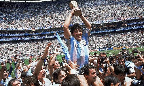 آئیے، عظیم فٹبالر میراڈونا کو یاد کرتے ہیں