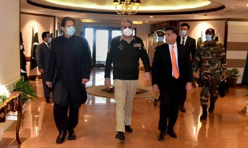 وزیراعظم کا آئی ایس آئی ہیڈ کوارٹرز کا دورہ، سیکیورٹی پر بریفنگ