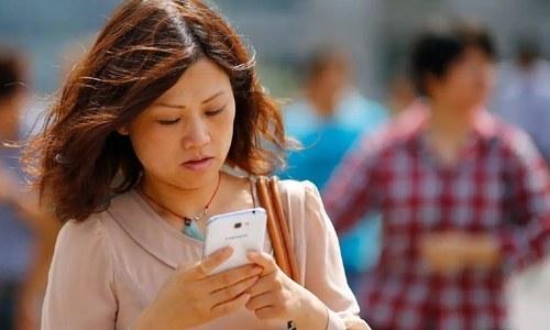 کووڈ کے باعث اسمارٹ فونز کی فروخت میں کمی کا سلسلہ تھم نہ سکا