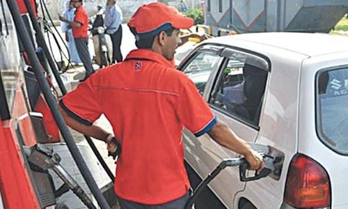 پیٹرول کی قیمت برقرار، ڈیزل 4 روپے فی لیٹر مہنگا