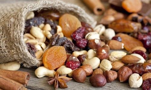 خشک میوہ جات صحت کے لیے فائدہ مند یا نقصان دہ؟