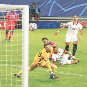 Neymar keeps PSG in hunt as Giroud hits four goals for Chelsea