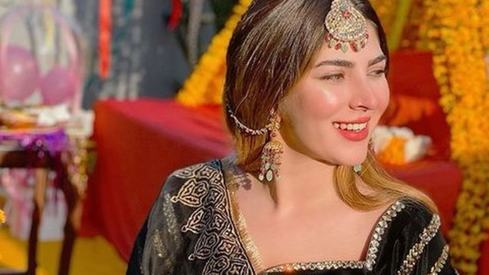 3 times Naimal Khawar Abbasi gave us outfit goals on her sister's wedding