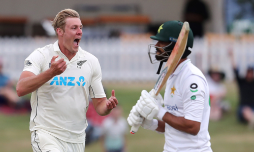 Jamieson strikes as Pakistan stumble in reply to New Zealand's 431