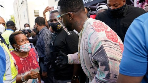 Amid pandemic, rapper Sean 'Diddy' Combs hands out $50 bills in Miami