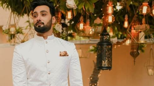 How to up your basic monochrome kurta game this wedding season
