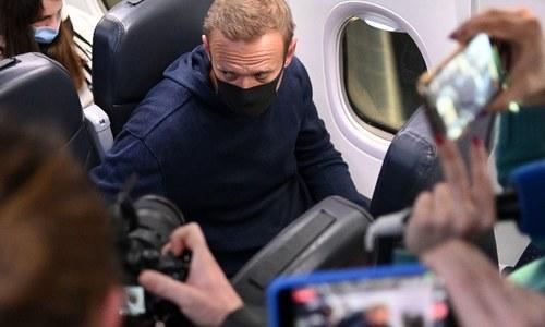 پیوٹن کے ناقد و اپوزیشن لیڈر الیکسی ناوالنی روس پہنچتے ہی گرفتار