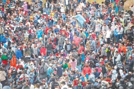 Guatemala police fire tear gas, disperse US-bound migrant caravan