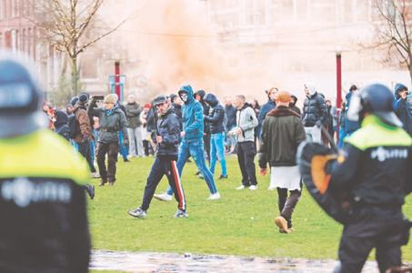 Dutch police use water cannon on anti-govt protesters