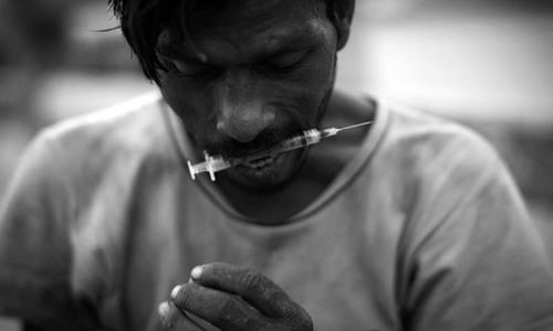 افغانستان سے آنے والی منشیات کا کتنا بڑا حصہ پاکستان میں استعمال ہورہا ہے؟