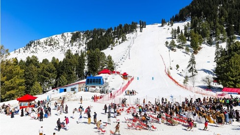 Snowboarding festival kicks off in Malam Jabba