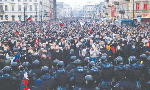 Moscow police clash with Navalny supporters as tens of thousands rally