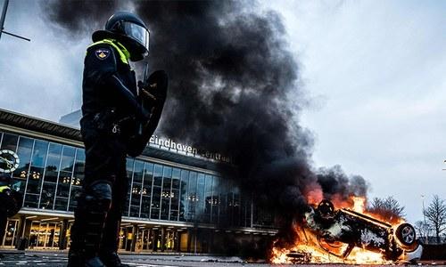 نیدرلینڈز: کورونا وائرس کرفیو کے خلاف پرتشدد احتجاج، 240 مظاہرین گرفتار