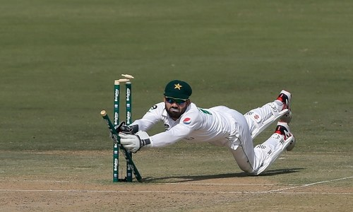 South Africa bowled out for 220 in first Test against Pakistan