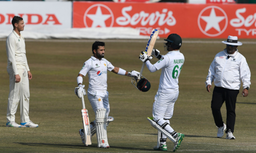 Markram, Dussen foil Pakistan to give South Africa hope of victory in second Test