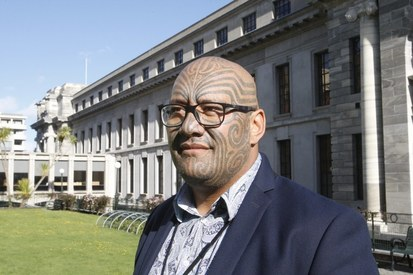 Indigenous New Zealand lawmaker wins battle against ties