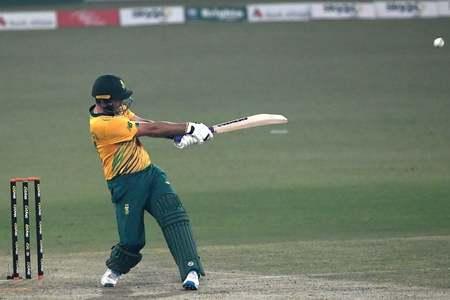 Five-wicket Pretorius helps South Africa level Twenty20 series
