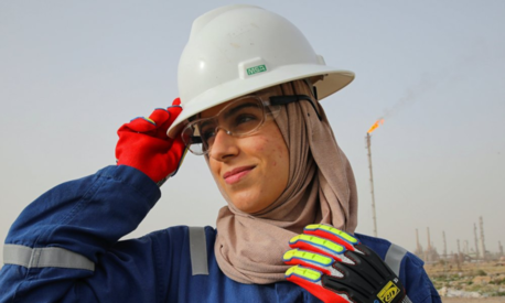 A few women buck norms in oil-rich Iraq by taking rig site jobs