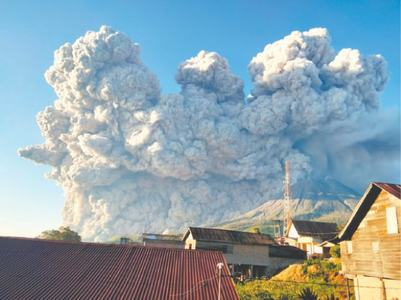 Indonesian volcano belches huge ash column