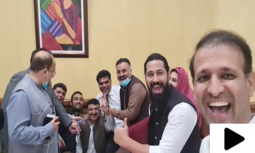 تحریک انصاف کے اراکان کی کریم گبول کیساتھ دلچسپ 'پاوری' ویڈیو