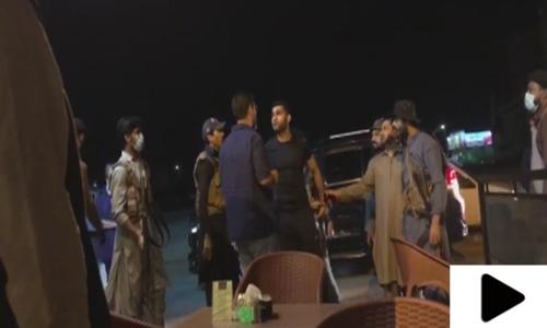 کراچی کے علاقے ڈیفنس میں بااثر افراد کی غنڈہ گردی