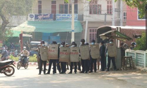 میانمار میں آمریت کے خلاف مظاہرے، دھرنے کے خاتمے کیلئے پولیس کا تشدد