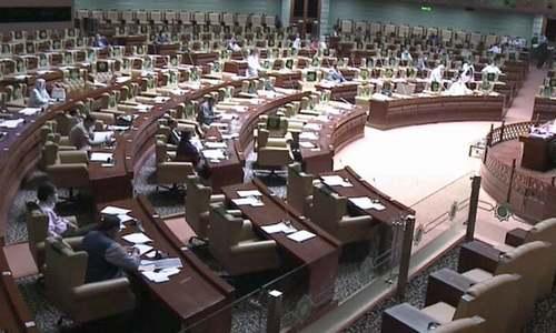سندھ اسمبلی میں ہنگامہ آرائی، منحرف اراکین کو باہر کردیا جائے، اپوزیشن