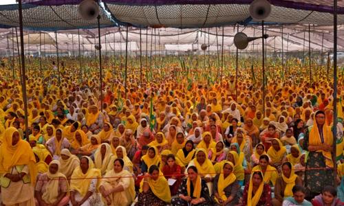 بھارت: نئے قوانین کے خلاف کسانوں کے احتجاج میں ہزاروں خواتین بھی شامل