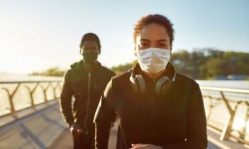 فیس ماسک پہن کر سخت جسمانی سرگرمیاں صحت مند افراد کیلئے محفوظ ہیں، تحقیق