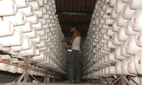 Exporters, spinners spar over yarn imports from India