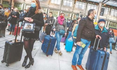 Parisians flee French capital as new Covid-19 lockdown looms