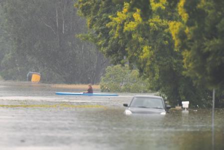 Thousands evacuate as Sydney sees worst floods