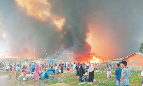 Fire destroys thousands of homes at Rohingya camp