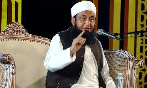 مولانا طارق جمیل نے ملبوسات کے برانڈ کا افتتاح کردیا