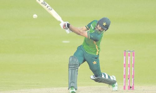 Fakhar's dazzling 193 in vain as SA beat Pakistan to level series